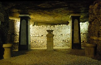 The cemetery of Innocent had been used during nearly ten centuries and had become the origin of infection for all the inhabitants of the district. Places to visit in Paris: the catacombs Places to visit in Paris: the catacombs Catacombes Paris 2 324x208