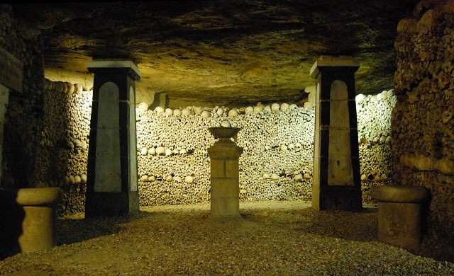The cemetery of Innocent had been used during nearly ten centuries and had become the origin of infection for all the inhabitants of the district. Places to visit in Paris: the catacombs Places to visit in Paris: the catacombs Catacombes Paris 2 640x390