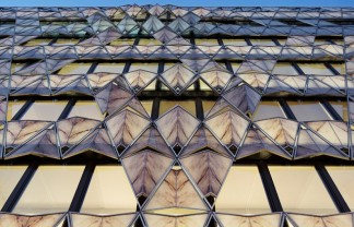 """Situated in a luxurious parisian neighborhood, Manuelle Gautrand's 'origami office building' strove to create a distinct, elegant mark on the urban fabric."" Manuelle Gautrand: Origami Office Building in Paris Manuelle Gautrand: Origami Office Building in Paris Paris Design Agenda Manuelle Gautrand Origami Office Building in Paris 01 324x208"