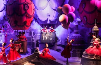 """Every year the window displays in Paris's major department stores are transformed for the Christmas season. The following windows feature amongst the most popular."" Christmas in Paris: best window displays Christmas in Paris: best window displays Christmas Window Display Dior Printemps Haussmann Paris 324x208"
