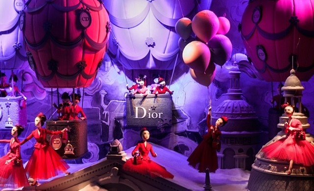 """Every year the window displays in Paris's major department stores are transformed for the Christmas season. The following windows feature amongst the most popular."" Christmas in Paris: best window displays Christmas in Paris: best window displays Christmas Window Display Dior Printemps Haussmann Paris 640x390"