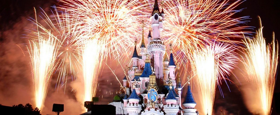 new-years-eve-fireworks-in-paris