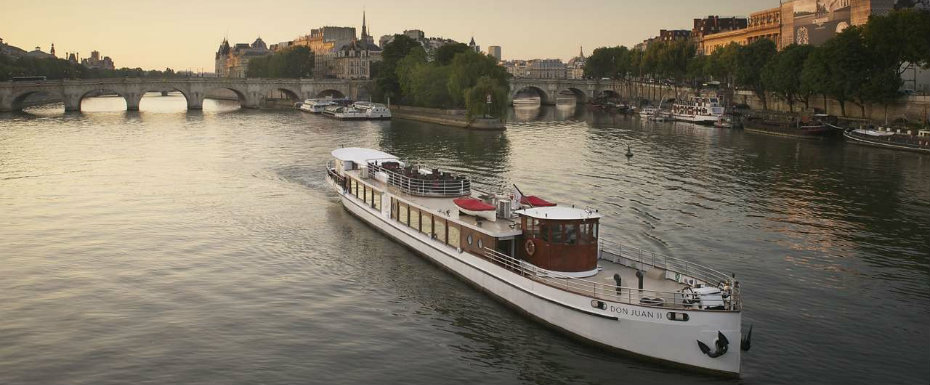 This Private Yacht Navigating the Seine is Going to Make Your Day Private Yacht This Private Yacht Navigating the Seine is Going to Make Your Day This Private Yacht Navigating the Seine is Going to Make Your Day 6