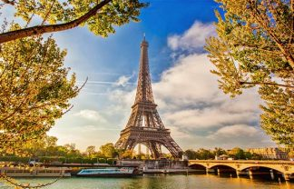 ]If you are passionate about art, design, fashion, or food you are in good hands. Paris is certainly one of the best city to discover cultural places.