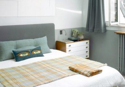 Parisian Loft This Eclectic Parisian Loft Mixes Modern Design with Vintage Furniture featured 7 404x282
