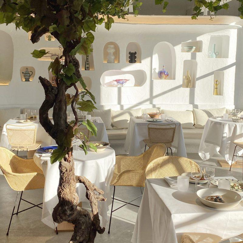 jacquemus Jacquemus & Caviar Kaspia Opened A Mediterranean Restaurant In Paris Jacquemus Caviar Kaspia Opened A Mediterranean Restaurant In Paris2